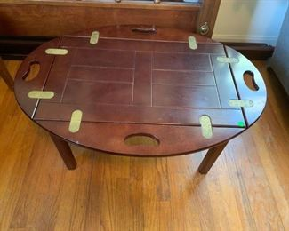 #54Table Butlers Tray Coffee Table w/lift off top  35x25x17 $175.00