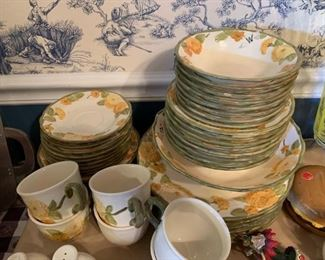 #848 plate 8 cereal bowl 8 fruit bowl 8 saucer 6 cups 8 salad  Metlox poppy trail $200.00
