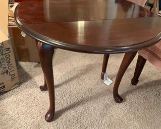 #8	queen Anne leg drop side end table 	 $75.00