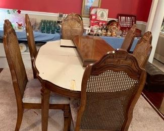 #23oval dining table w 1 leaf and 6 chairs 60-78x40x29 $175.00
