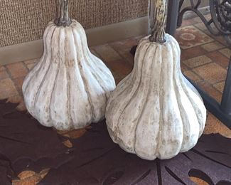 White gourds and for brown leaf place mats