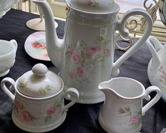 Teapot w/cream & sugar