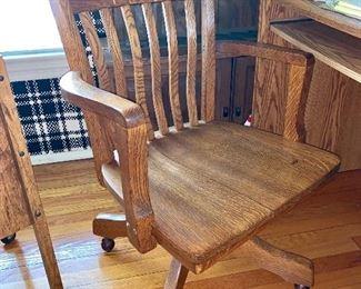 Vintage office chair w/wheels