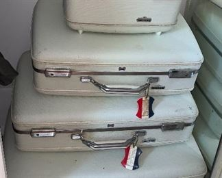 Vintage 4 pc American Tourister Luggage