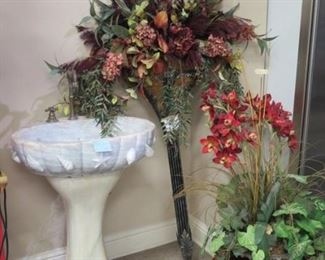 MARBLE LAVATORY, SPIKE FLOWER BOUQUET