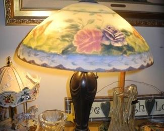 Beautiful roses stained glass lamp