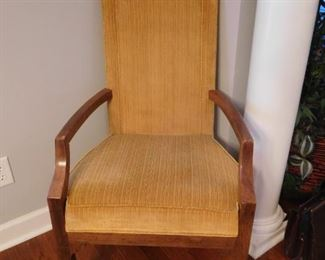 2 Captains Chairs and 6 Side Chairs for Dining Table