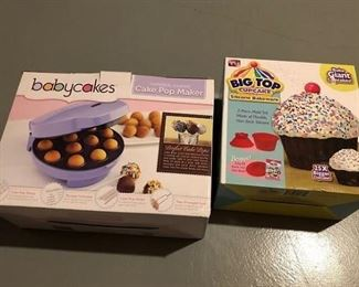 Baby Cakes Cake Pop Maker and Large Cupcake Pan