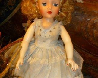 "17"" Miss Revlon"