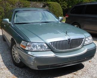 2004 Lincoln Town Car Signature - Less Than 75,000 Miles