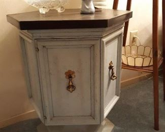 Accent Table & Collectibles