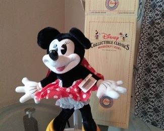001 Minnie Mouse Disney Collectibles Classics