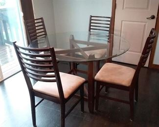 004 Glass Table with 4 Chairs