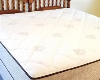 NICE/Clean KING SIZE bed