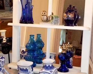 Blue & white porcelain pieces