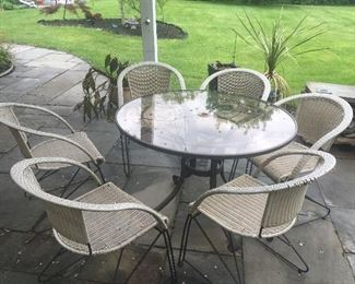 round patio table, 6 chairs