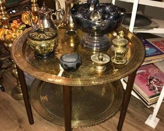 Brass tray table, its large