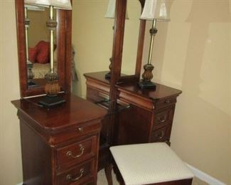 Ornate Dresser with knee hole space (make up area) stool.. Fixed Mirror with adjustable side mirrors... BEAUTIFUL PIECE...