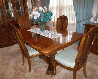 Stanley dining room table, double pedestal - 6 chairs 1 leaves
