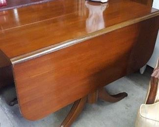 Fine Duncan Phyfe Style Mahogany Dropleaf Dining Table
