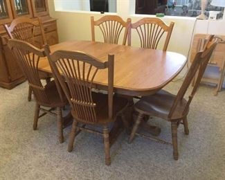 Oak Dining Table with 6 Chairs https://ctbids.com/#!/description/share/152985