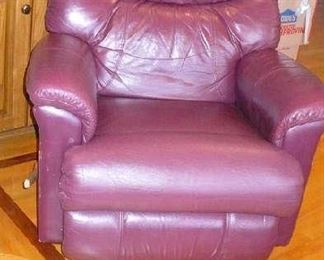THIS LEATHER RECLINER IS BROWN   IN VERY NICE CONDITION       SOMETHING HAPPENED TO CAMERA