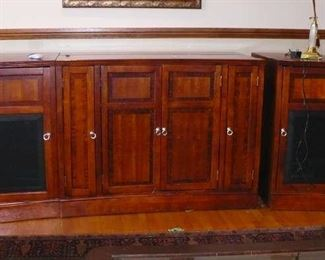 CABINET WITH 2 END CABINETS   VERY NICE