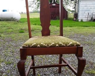 Vintage style upholstered chair https://ctbids.com/#!/description/share/159341