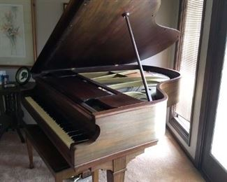 Chickering  Baby Grand Piano Available For Purchase NOW!!! Has a cracked soundboard  $550 OBO