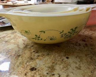 Set of pretty Pyrex nesting Cinderella bowls