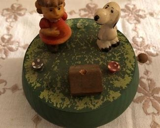 Vintage Lucy and Snoopy music box - made in Italy