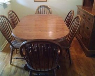Richardson Brothers beautiful dining room table, six chairs