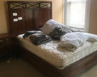 Queen size thomasville bed