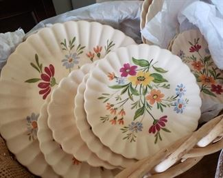This are lovely.. Set of Trojan by Sebring Dishes .