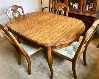 Kitchen table with 6 chairs, 2 of which are captains