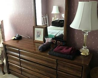 dresser, lamp, decor