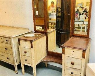 1930s 1940s  Inlaid wood Triple mirror Vanity.