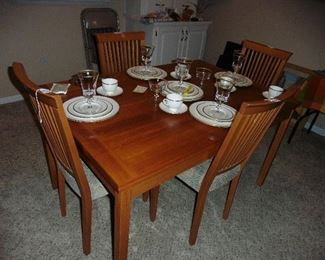 ·	Danish Modern Teak Table with 4 Chairs (Great Condition)