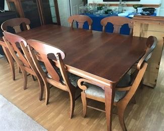Gorgeous cherry dining room table w/2 leaves, & six chairs