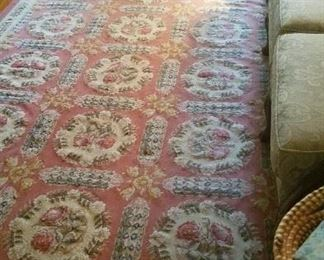 Floral wool rug approx. 8 x 10