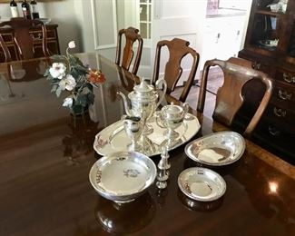 Sterling, Double Pedestal Table, 2 Leaves, 10 Chairs, and Table Pads