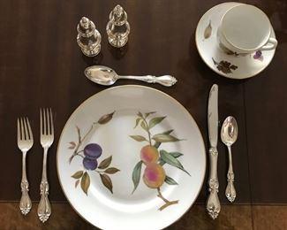 """Set of  """"Evesham"""" Royal Worcester Porcelain"""