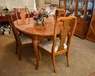 THOMASVILLE DINING TABLE W/2 LEAFS, PADS & 6 CHAIRS