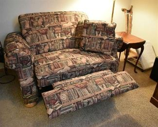 OVERSIZED RECLINING CHAIR