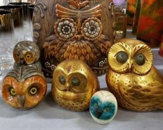 #1103: Vintage Owl Lot ... Ceramic and Handcarved 6 Pieces 1 Ceramic Owl Cookie Jar, 3 Hand Carved Owls out of Alabaster and 2 Beautiful Owl Bookends . Measurements in Pictures