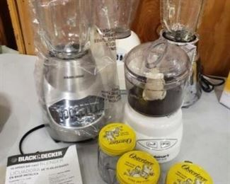 #1206: 3 Blenders, Mini Food Processor and Mini-Blend Containers Two Osterizer Blender, unused Black&Decker Blender, Cuisinart mini processor and 3 Osterizer mini-blend containers