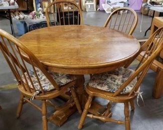 """#1527: 4 Thomasville Chairs and Dining Table 4 Thomasville Chairs and Dining Table 45"""" Wide and 30"""" Tall"""