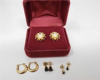 #170: 4 Pairs of 14k Gold Earrings, 4.1g Combined weigh approx 4.1g