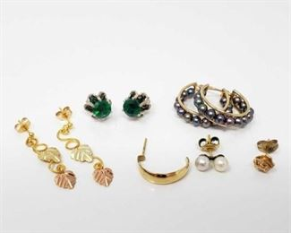 #199: 3 Pairs of 10k Gold Earrings and 3 Loose earrings Weighs approx 6.6g