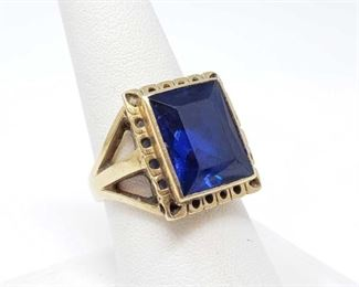#104: 14k Gold Ring with Large Center Stone, 9.1g Weighs approx 9.1g, size 8